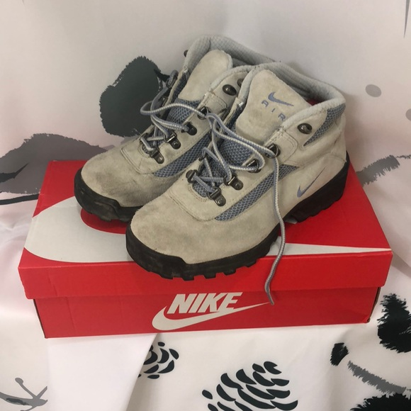 check out 395d5 c7718 Vintage women s Nike ACG Waterproof Hiking Boots